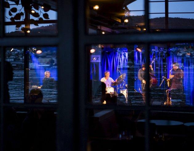 Tor Yttredal Impression Quartet på Sardinen under Nattjazz fredag kveld. Lørdagen ble avsluttet med Kommode og – litt senere på kvelden – Utakk inne på Røkeriet USF.
