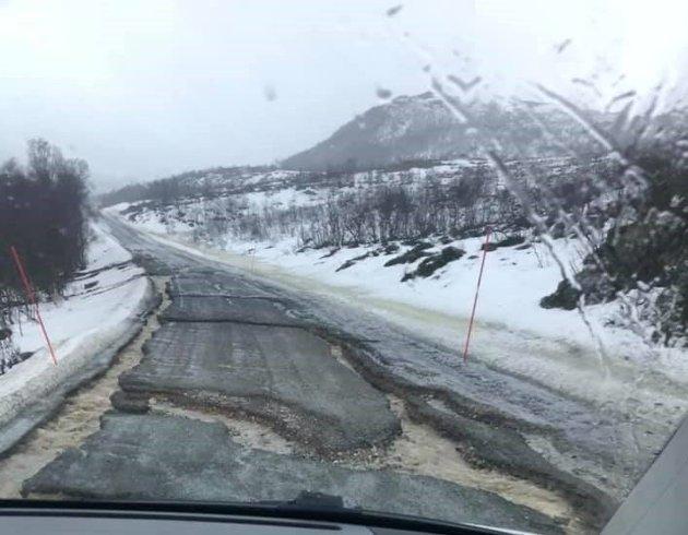 Veien på Reinøya har vært lite fremkommelig hver vår, men så galt som det har vært i år har man aldri opplevd, skriver Hanny Ditlefsen og Stig-Arne Eliassen.