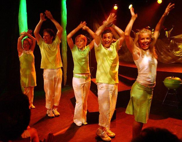 Motzatthaven 2004 Kurbadet.  Revygruppas første sommershow.