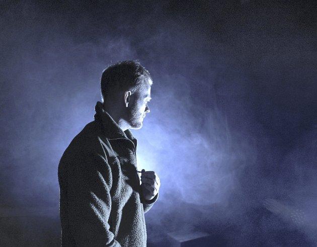 «Draumkvedet» på Hordaland Teater i går kveld. Her er skuespiller Morten Espeland i aksjon på scenen.