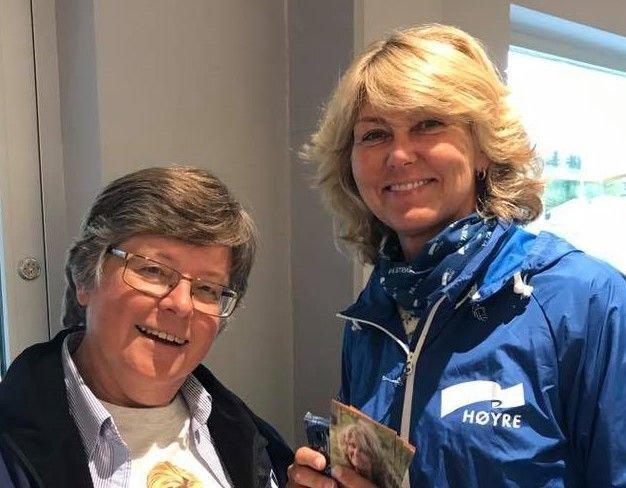 ELDRE: Vi må ha større fokus på eldrepolitikken, skriver Hanne Alstrup Velure (H), her sammen med medlem av senior-Høyre Mari Botterud.