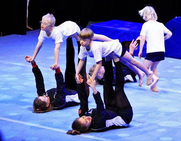 Barn med downs syndrom får mer enn trim ut av sin deltagelse i Fredrikstad Turn. De er godt integrert og høster applaus under sine oppvisinger. Bilde er fra juleshow på Blå Grotte.