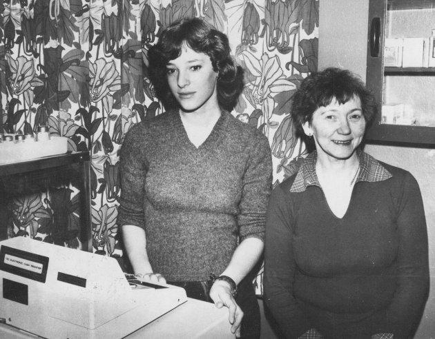 GAMLE HAVØYSUNDBEDRIFTER: Landternen kafe. May Britt Reinholtsen og Asbjørg Kamonen.01.02.1979.