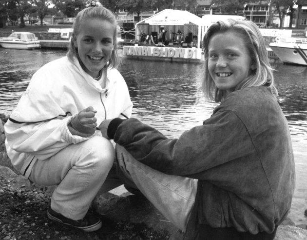 Disse to jentene hadde det gøy på Kanalshowet i Moss i 1991: Pia Andersen og Stina Storebråthen.