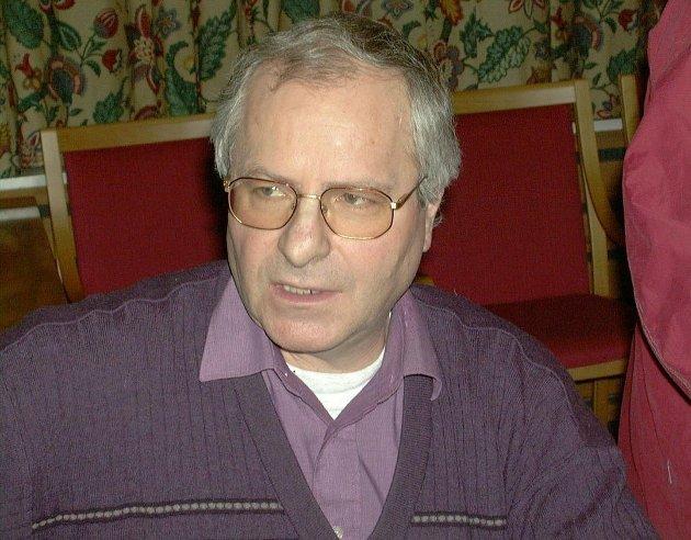 Olav Bjotveit går imot flytting av Vinmonopolet.