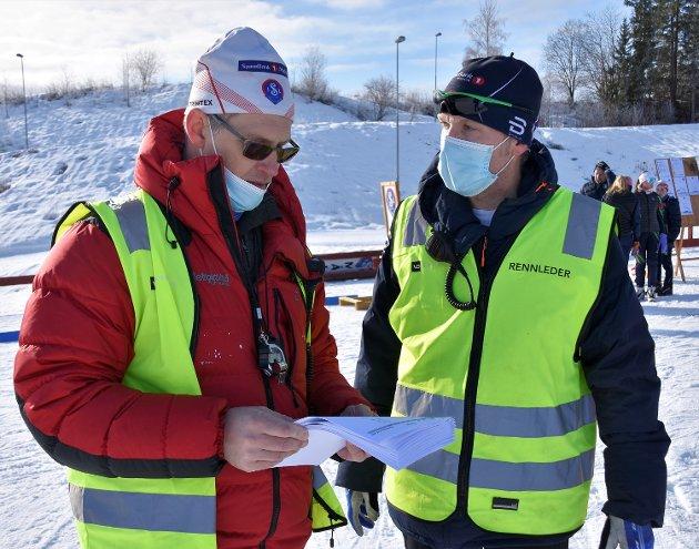 FULLTREFF: Av skytebanesjef Nils Anders Lien (til v.) og rennleder Odd Ramstad i Simostranda IL.