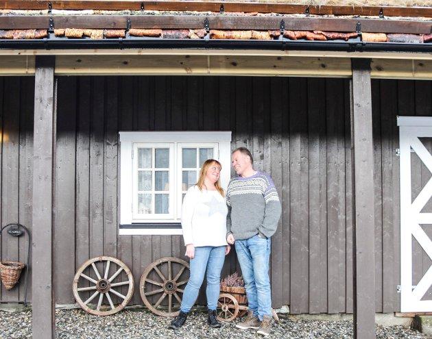Asle og Else Vesterbukt lever ut drømmen om landsbygda på Liantunet utenfor Mosjøen. De har restaurert et eldhus og en låve i tradisjonell stil med tanke på kafedrift og utleie.