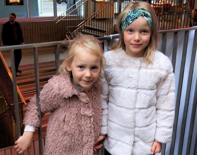 GLEDER SEG: Fra venstre: Dina og Leah Schaug-Pettersen på TIFF på Aurora Fokus i Tromsø: - Vi gleder oss masse til å se Snødronninga!
