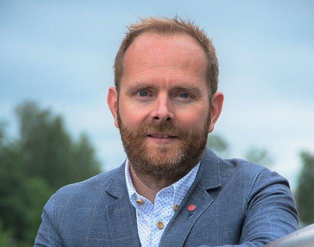 Oddbjørn Lager Nesje (Ap) oppfordrer partiene i kommunestyret om å støtte de ansatte og det gode arbeidet som gjøres for å ivareta tjenestetilbudet.