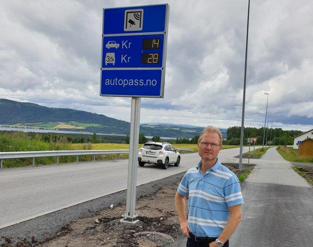 Forventer svar: Stortingsrepresentant Tor Andre Johnsen forventer at samferdselsminister svarer på spørsmål om statsråden vil følge opp bompengeforliket fra i fjor og lytte til lokalpolitikere og lokale aksjonsgrupper når det gjelder bompenger på Furnesvegen. .