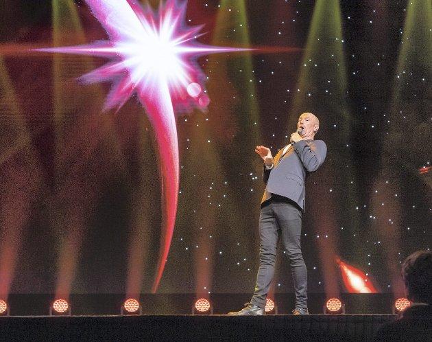 At Dagfinn Lyngbø er en av landets mest populære komikere fikk han atter en gang bevist. Denne           gang på Forum Scene. Foto: Eilif Stene