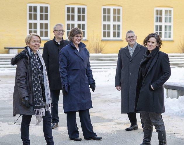 På bildet fra venstre: Camilla Brautaset, Nils Gunnar Kvamstø, Oddrun Samdal, Arne Tjølsen og Kristine Jørgensen ved UiB.