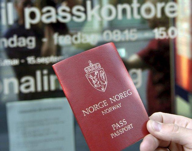 Merkelig at Sparebank1 ikke godtar eget bankkort som legitimasjon, skriver Liv Bente Caspersen.