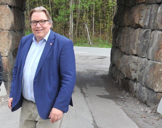 IKKE LURT: Å legge ned trafikkstasjoner er dårlig politikk for ansatte i transportbransjen, mener Aps Sverre Myrli.