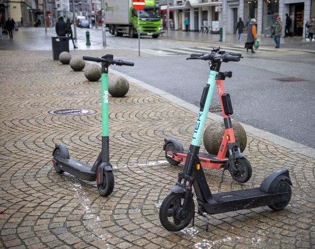 Bolt skjerper kravene både til parkering og til aldersgrense for leie av el-løperhjul. Det kan bidra til å gjøre bergensgatene tryggere, og er et eksempel de andre utleieselskapene bør følge. Arkivfoto: Emil Weatherhead Breistein