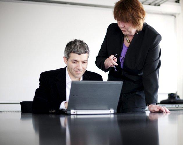 MÅ  SLIPPES TIL: Bedriftsledere og bedriftseiere må se seg om i bedriften om det er dyktige kvinner som kan løftes fram. FOTO: NTB SCANPIX
