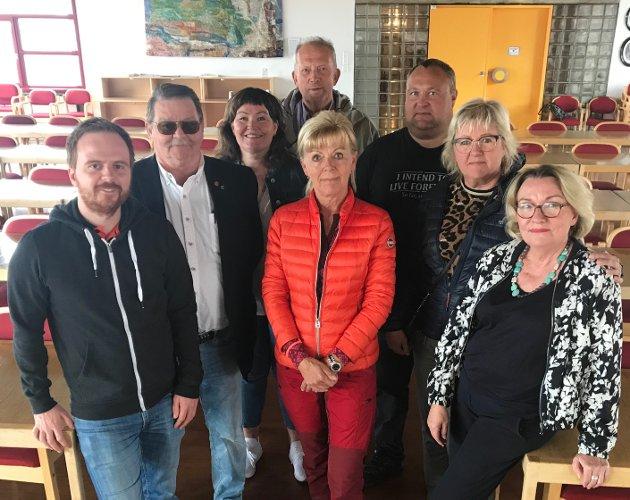 Mats Hansen, Venstre, Sissner Olsen, Frp, Anita Sollie, Høyre, Johan Petter Røssvoll, Sp, Anne Sofie Urke, KrF, Egil Brauten, Rødt, Gerd Jakobsen, Ap og Marit Tennfjord, SV.