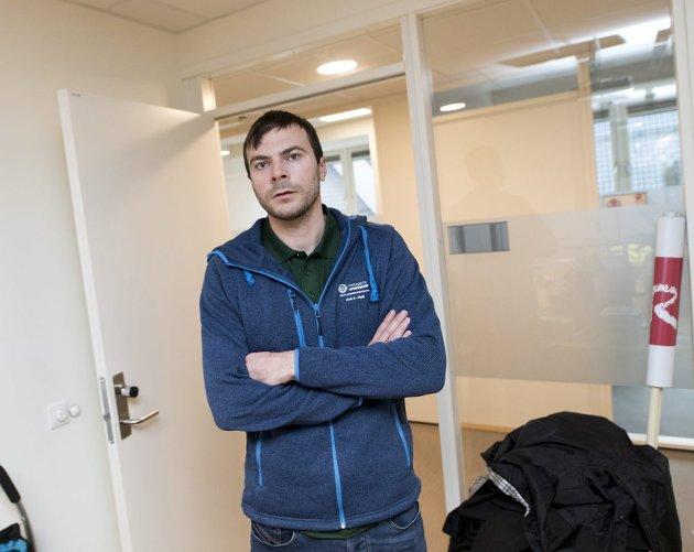 Tillitsvalgt Kim Hæggernæs i Norsk Arbeidsmandsforbund reagerer kraftig på at Askøy kommune leier inn vektere fra et selskap med samme eiere som det streikerammede. Han forteller at praksisen på Askøy blir sendt til LOs advokater. FOTO: SKJALG EKELAND