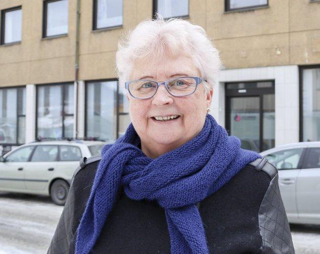 Klara Albrektsen: – Jeg er prøver å handle lokalt så langt det lar seg gjøre. Det er fordi jeg ønsker å støtte næringslivet i byen, og skal jeg ha meg klær eller sko så får jeg jo prøvd klærne her før jeg kjøper dem.
