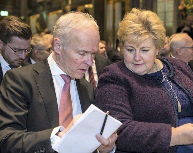 Utbruddet av koronaviruset bør være en vekker for finansminister Jan Tore Sanner og statsminister Erna Solberg, både når det gjelder hvor utsatt norsk økonomi og næringsliv er under internasjonale kriser og når det gjelder hvor selvforsynte vi er i krisesituasjoner.FOTO: NTB SCANPIX