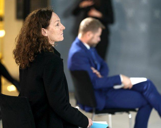 FHI og direktør Camilla Stoltenberg presses fra et smitterammet Oslo når vaksinestrategien blir gjennomgått. Hva FHI har anbefalt blir ikke kjent før helseminister Bent Høie og regjeringen har bestemt seg. Men strategien bør ikke endres før vaksineleveransene er økt betydelig. FOTO. NTB
