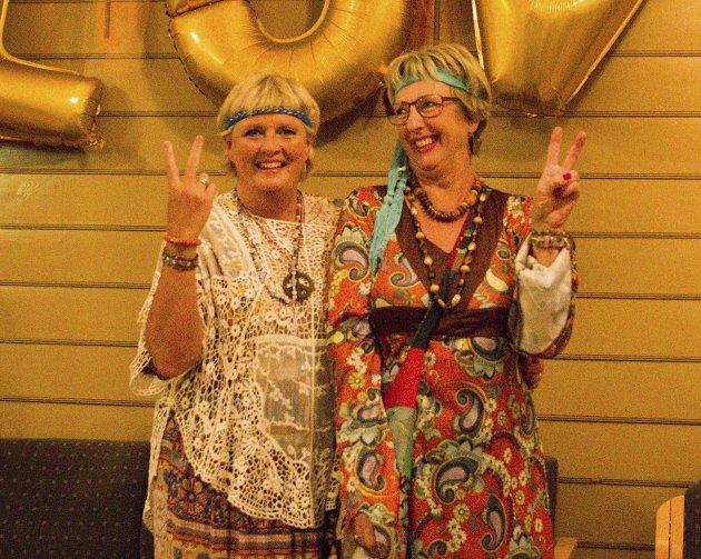 «Peace»: Hanne Stø (t.v.) og Gro Bjeren koste seg med å synge.
