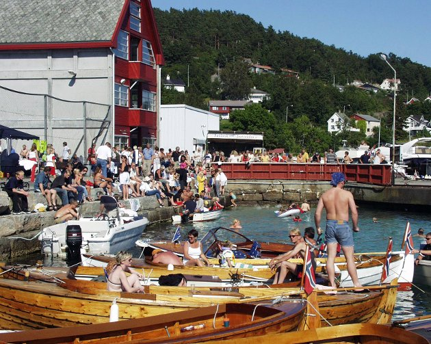 Ifølgje Kvinnheringen samla fiskefestivalen på Sæbøvik juli 2000 folk i tusental.