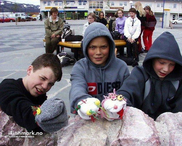 LAKSELV: Avslutning for sjuende klasse i kvænsk/finsk ved Lakselv ungdomsskole. Espen Larsen Mella, Joakim Rasmussen og Thomas Føhr.