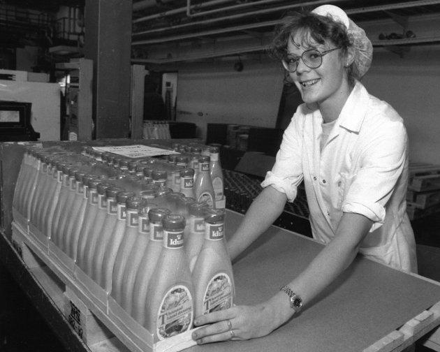 Idun/Stabburet i Rygge, 1992. Kathrine Arnesen med produksjon av Idun Thousand Island dressing.