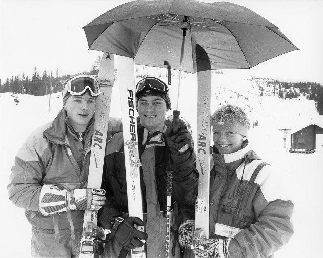 Rana Slalåmklubbs medaljevinnere i helgens KM i alpint. Stein Erik Larsen (f.v), Kjell Tore Grønningsæter og Anne Nymo. De to første tok ett gull og ett sølv, mens sistnevnte fikk to gullmedaljer. 5. februar 1990.