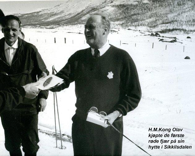 Kong Olav kjøper fjær
