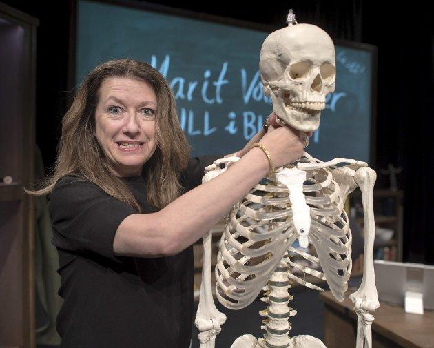 Marit Voldsæter imponerer i sitt siste show «Null i biologi». Karakteren seks henger høyt, og her ble den delt ut.