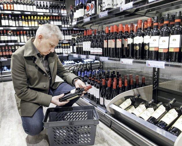 BA skriver i mandagens leder at Vinmonopolet «sørger for et fantastisk utvalg øl, vin og brennevin ...» Vinimportør Tom Marthinsen er ikke enig. ILLUSTRASJONSFOTO: Gorm Kallestad/NTB Scanpix