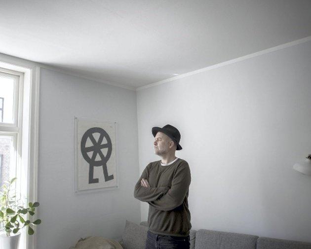Henning H. Bergsvåg lanserte sin nye samling med brask og bram live på nettet i starten av april. Her fra et roligere BA-intervju i fjor høst.