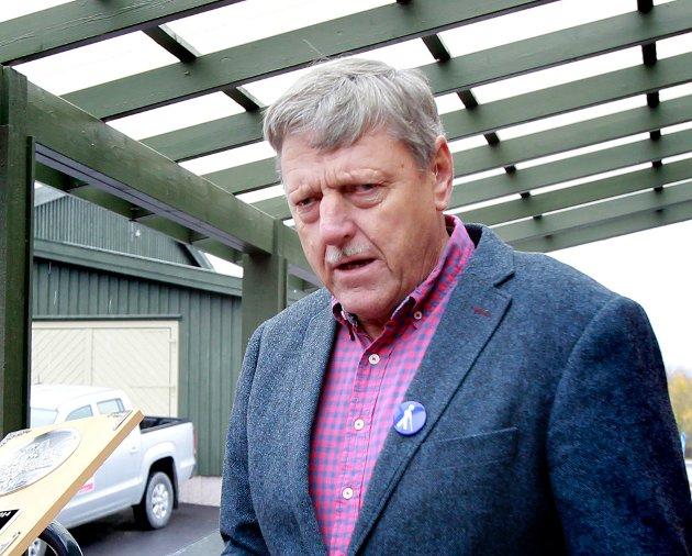 MISFORNØYD: Oddvar Thorvaldsen ber Bane NOR avvikle tutingen på en planovergang ved Åbogen.