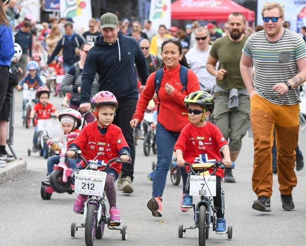 300 barn deltok i Tour of Norway for kids på Sundvollen 1. mai.