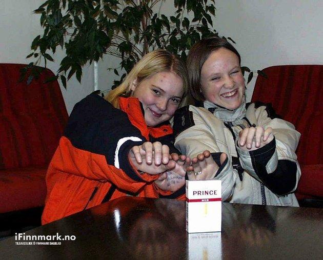 ALTA: Tøffe jenter røyker IKKE. Camilla Rydningen (t.v) og klassevenninna Tone Reinholdsen, Alta videregående skole.