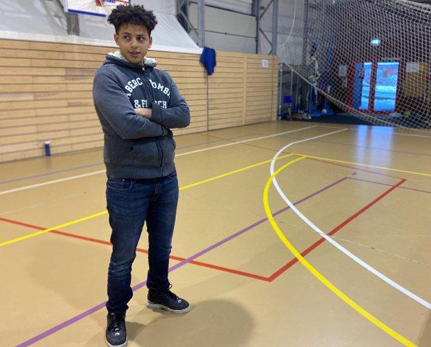 UTSATT: Mustafa Hasan venter på  opphold i Norge. Til nå har han vært statsløs.