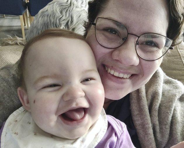 – Hverdagen min er en blanding av gode og koselige stunder med datteren min og frustrerte og gråtende stunder når jeg vet hun ikke ser meg. FOTO: PRIVAT