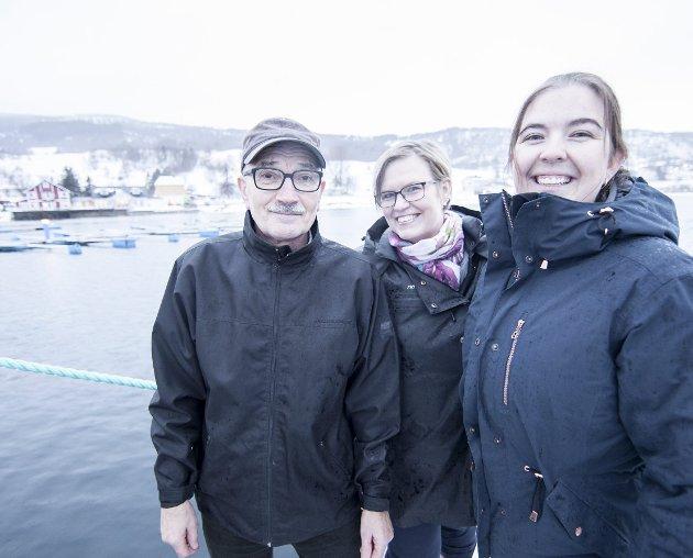 Partileder i Evenes Høyre, Perry Strømdal, stiller spørsmål ved salg av Evenes kraftforsyning. Her er han sammen med partiets gruppeleder Sisilja Viksund og varaordfører Viveka Teräs