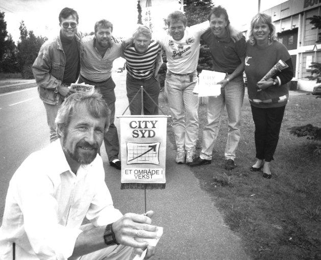 Markedsselskapet Varnaveien og Høyden A/S, 1991. «City Syd, et område i vekst». Formann Terje Samulesen (foran). Bak fra venstre: Øyvinn Torgersen, Morten Bunæs, Morten Grønli, Hans Dunk, Knut Dahl og Ingvild Riise.