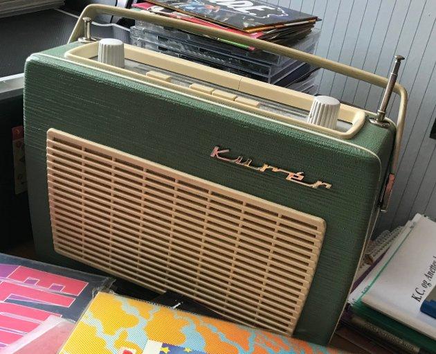 SELVSKREVEN: En Kurér reiseradio er selvsagt en del av inventaret på Erik Lies gutterom.