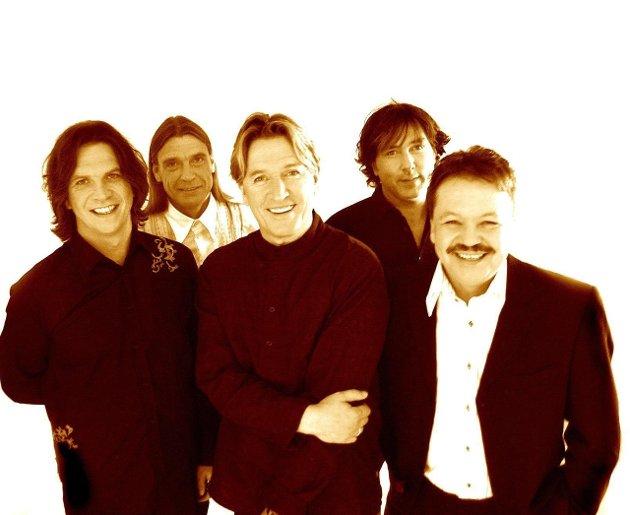 2005: Unit Five feirer 30 år. Fra venstre: Jimmy Iversen, Finn Remen, Tore Hansen, Egon Olsen og Kjell Arnesen.