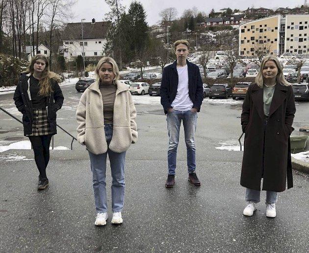 – Vi er alle lei av smittevern og virus. Fra venstre: Lisa Haugland Bøthun, Lena Sivertsen, Nikolai Vatshelle og Maren Høviskeland.