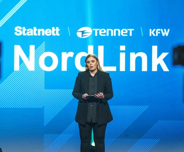 Olje- og energiminister Tina Bru (H) vil gjerne legge flere kabler for fri flyt av norsk strøm fra for eksempel havvind. Det vil koste norske forbrukere dyrt. FOTO: Gorm Kallestad, NTB