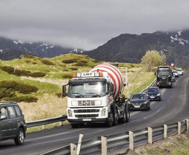 E10:gjennom Lofoten trenger sterkt til opprusting og utbedring, skriver Håvard Horn og Søren Fredrik Voie i dette innlegget.Arkivfoto: Lise Fagerbakk