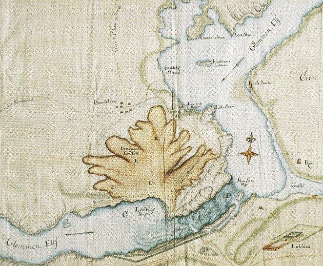 Dette kartet fra 1726 viser tydelige rasets omfang. Arealet som raste ut var på ca. 80 mål, og i alt fløt det 1,2 millioner kubikkmeter leire ut i fossen. (Kartet er hentet fra byhistorien «Sarpsborg før 1839»)