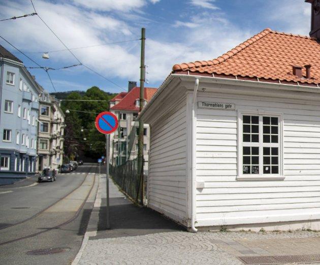 – Slavehandelen ble ble styrt fra København. De som deltok fra «norsk» side var enten kongens menn i Norge eller rett og slett ikke norske i det hele tatt. Jørgen Thormøhlen, som det er mye snakk om nå, var for eksempel dansk-tysk. Han tjente seg rik i Bergen, men neppe som tjuagutt.