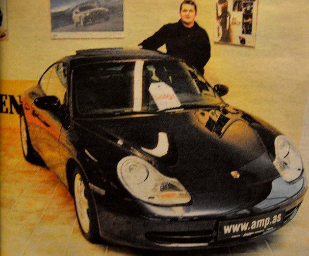 Bilinteressen var stor her i Midt-og Vestlofoten. Nå hadde Rune Liland hos Auto Marin solgt sin første Porsche. Bilen var hentet i Tyskland. Da  Auto Marin lag den ut på internett var det mange som henvendte seg til bilfirmaet, til tross for at prislappen var på 839.000  kroner.