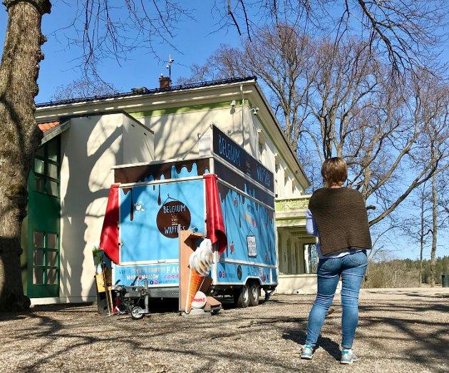 Populært: Vaffel-vogna på Alby har vært populær mens stedet har vært uten annet serveringstilbud.